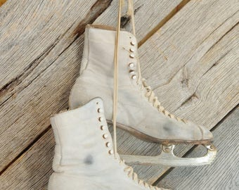 Women's White Vintage Ice Skates Aged Patina Christmas Winter Door Porch Decoration Photo Prop Craft Repurpose Upcycle