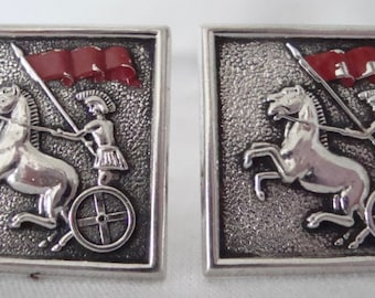 """Vintage SWANK Silver Tone & Red Roman Soldier in Chariot 1"""" Square Cufflinks"""