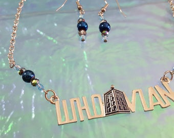 Set necklace and earrings in colors of a series TV with a famous doctor who travels through time.