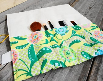 Makeup Brush Roll, Cosmetic Brush Roll - Yellow Paisley