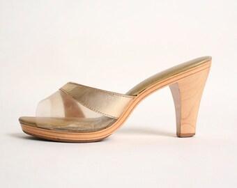Vintage 1960s Gold Sandals - Wood Heel Hawaiian Island Slipper - Size US 6