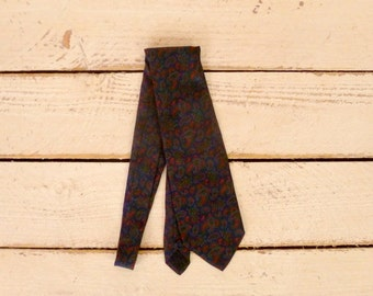 Wide vintage dark blue paisley silk tie/red paisley vintage necktie