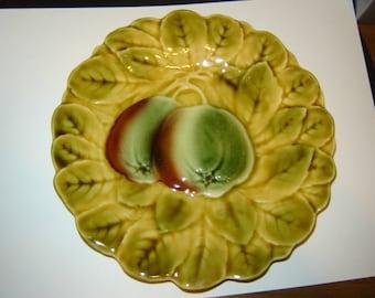 Sarregguemines majolica pottery plate France, Apples