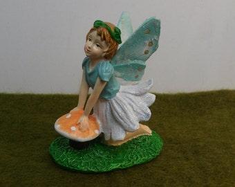 Flower Garden Fairy Kneeling Sweet On The Toadstool for Fairy Garden Miniature