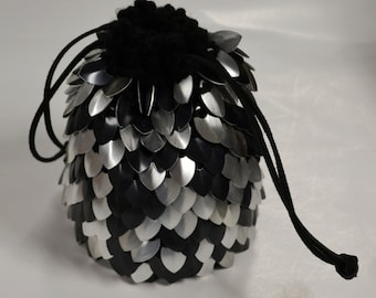 Scalemail Armor Dice Bag of Holding knitted Dragonhide Silver and Black