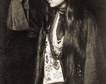 Gertrude Kasebier Photo, portrait of Zitkala Sa, Sioux writer, activist, 1898