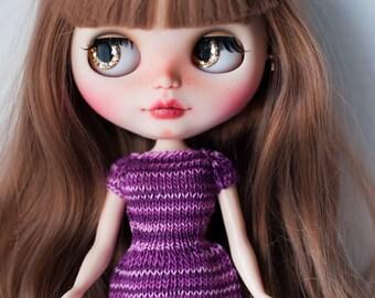 Knitting dress for Blythe.