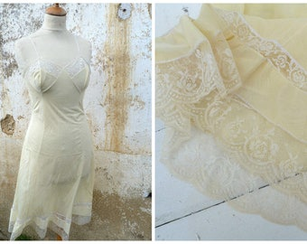 Vintage 1950/1960 soft yellow slip with lace pin up lingerie size S