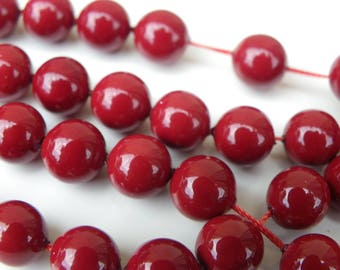 20 beautiful polished shells 8 mm dyed Burgundy cultured pearls
