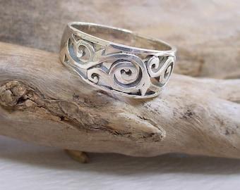 Silver Filigree Ring  Size 6 - 6.5  (2.5g)