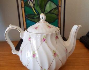 Sadler Teapot/Pink Flowers/England