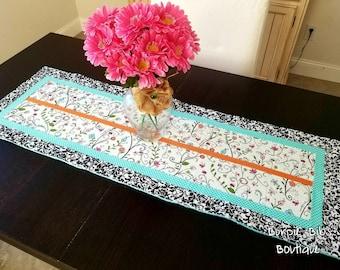 Spring Flowers Table Runner, Spring Flower Table Runner, Floral Table Runner, Quilted Table Runner, Centerpiece, Tablescape, Easter Decor