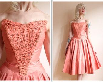 1950s Dress // Sweet Kiss Goodnight Dress // vintage 50s dress