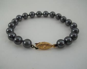 "Vintage Classic Knotted Black  Faux Pearl Bracelet 7 3/4"""