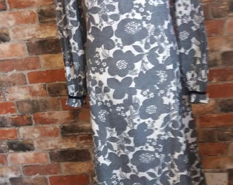 Stunning 1960s black/white full length vintage dress, size 14