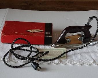 Vintage SAMSON Travel Iron - Original box - Fold down handle - No.5146