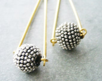 silvrer spikes ball earrings