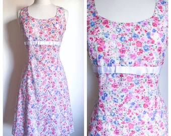 Vintage Dress. Handmade Dressmaker Petite Floral Print Eyelet Textile Feminine A-line Fashion. Friends Dinner Party Summer Outift. Size Med