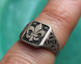 Ring 800 Silver French Fleur de Lis Size 6 Deco Era 1920s VINTAGE by Plantdreaming