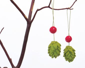 Christmas beer hop ornament : felt hops with red felted balls (set of 2), craft beer lover gift
