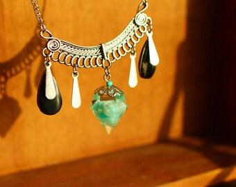 Collier forme diamant résine pierre d'amazonite