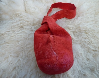 "Felted ""knooptas"" red including box for the phone or wallet.  Felted ""knotbag"" red including a box for wallet."