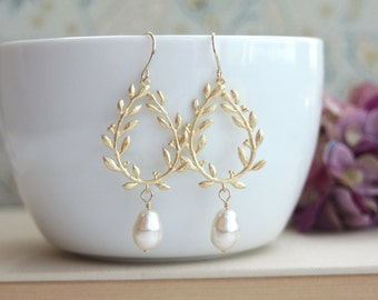 Laurel Wreath Earrings Cream Ivory Color Pearl Earrings Gold Chandelier Pearl Earrings Bridal Pearl Wedding Jewelry Bridal Earring Wreath