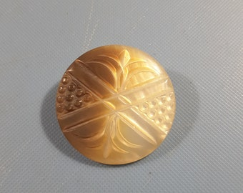 1900's engraved mother of pearl button.