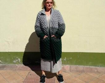 Wool coat. Woman's coat.  Handmade coat.  Lana Jersey.  Jersey woman.  Coat.  Knitwear coat.  Design.  Handmade coat.  Chunky Coat