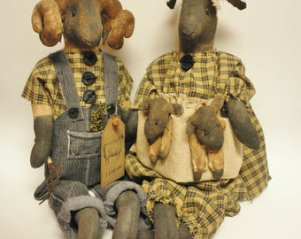 Primitive Sheep Family With Lambs, Primitive Sheep, Sheep Dolls, Primitive Dolls, Primitive Animals, Country Farmhouse Decor
