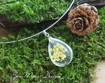 Necklace with resin pendant * yellow dill blossom *
