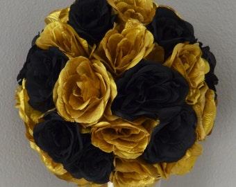 Black and Gold Kissing Ball. WEDDING CENTERPIECE. Gatsby Theme Decor. Silk pomander. Flower ball. New Years Decoration.