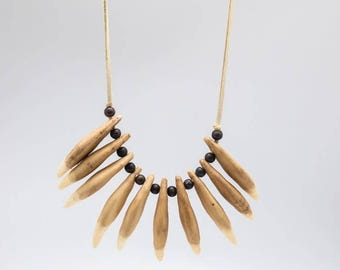 Realistic Bear Tooth Necklace : 10-tooth (ER-560-210)