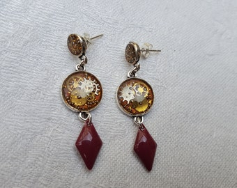 Steampunk resin inclusion, watch gears and sequins enamelled purple/violet earrings
