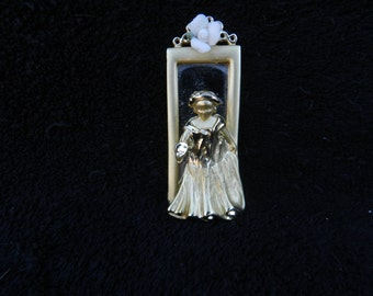 Victorian Broach: Jewelry