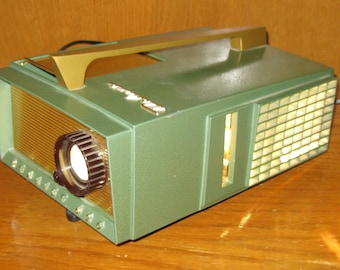Mid Century Photo Realist 620 Deluxe Projector, new 300 watt bulb, green and gold, works!