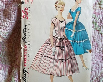 Vintage 50s Simplicity full circle skirt sewing pattern 32 inch bust modern size XS