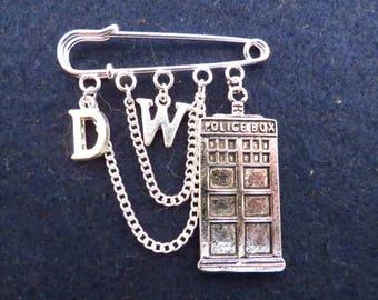 Doctor Who Time Traveller kilt pin brooch (50 mm).
