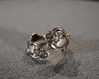 Vintage Sterling Silver Band Ring Fancy Raised Relief Scrolled Etched Design Victorian Style, Size 10 Adjustable