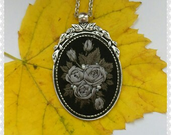 GR2 Gray roses necklace