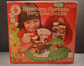 1980 Kenner Strawberry Shortcake Berry Bake Shoppe -B
