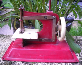 Vintag Gateway Red Junior Sewing Machine Model- NP-1 Toy Sewing Machine made by Gateway Engineering Co Chicago ILLINOIS