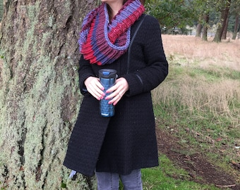 Bulky Cowl, hand knitted, Hibiscus