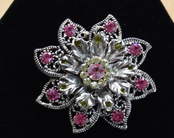 Pretty Vintage Fuschia Pink Peridot Green Rhinestone Floral Brooch, Silver tone (I15)