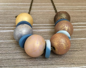 Cold wood and porcelain necklace