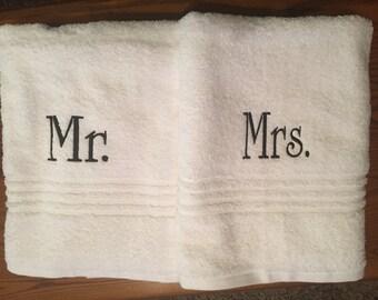 Monogrammed Mr. and Mrs. bath towels / monogram towel set / bath towels / personalized towels