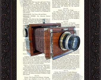 Impresión de cámara madera clásico antiguo en upcycled página de libro