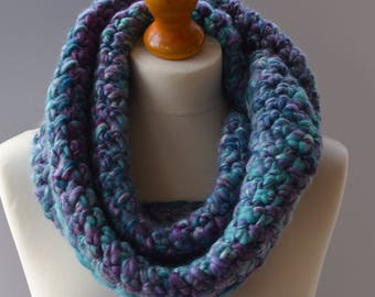 Blue merino wool scarf. Blue and lilac chunky scarf. Turquoise infinity scarf. Blue cowl scarf. Blue winter scarf Chunky merino wool cowl