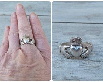 Vintage Irish silver hands & heart shape ring size 11 1/2
