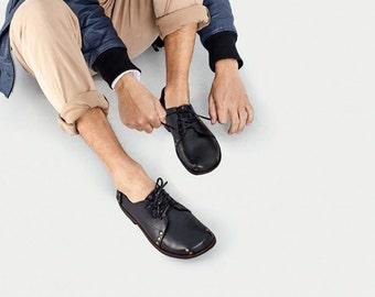 Scarpe da uomo in pelle modello Oxford // Scarpe stringate da uomo colore nero // Fatte a mano // Suole ottenute dal riciclo di copertoni